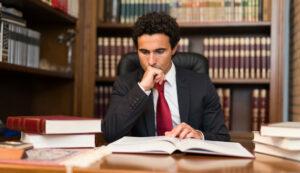 Memorial Para Solicitar Abogado de Oficio en Proceso de Divorcio